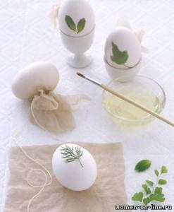как приклеить листики к яйцам