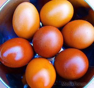 яйца окрашенные луковой шелухой