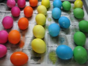 яйца окрашенные покупными красителями