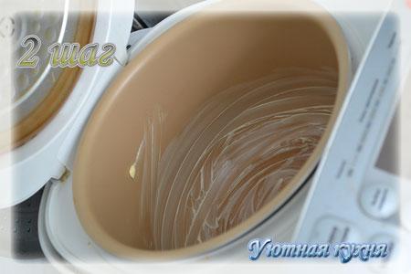 смазываем чашу мультиварки маслом