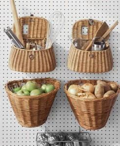 корзинки с фруктами на стене