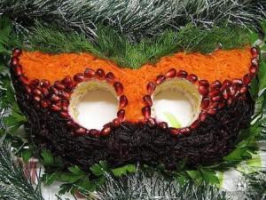 салат в виде маскарадной маски