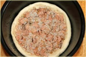 нижняя часть пирога с начинкой в мультиварке