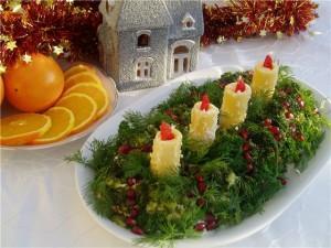 новогодний салатик в виде рождественского венка со свечами