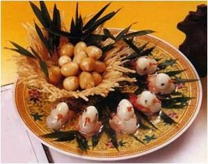 блюдо в ресторане - яйца и морепродукты