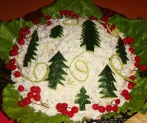 украсить новогодний стол - салат с елочками из огурца