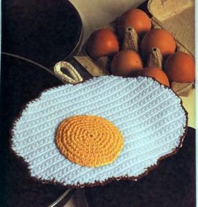 прихватка яичница вязаная