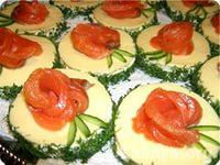 праздничные бутерброды с розами из семги