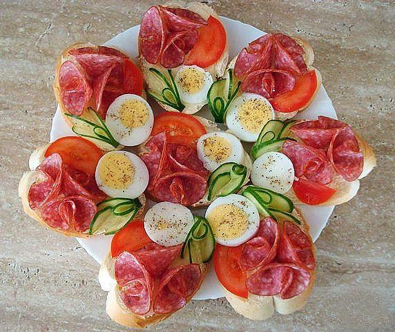 праздничные бутерброды с розами
