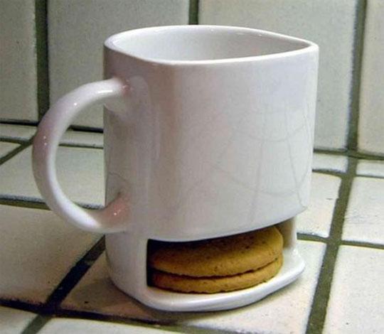 кружка с отверстием под печенье