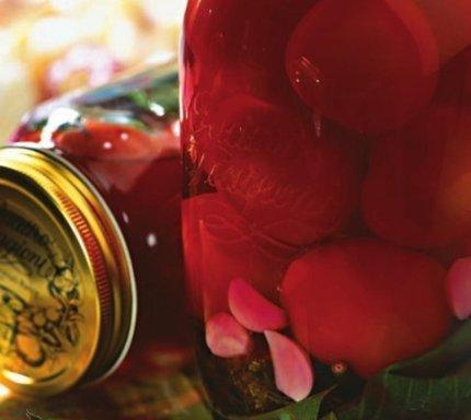 помидоры со свеклой и чесноком