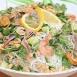 азиатский салат с мидиями