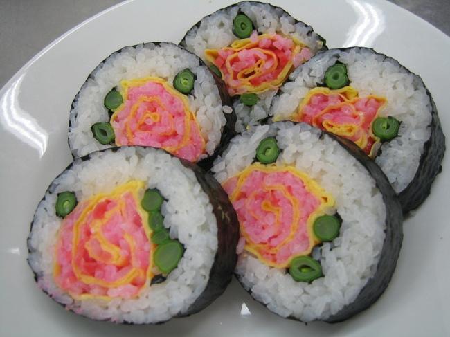 красивые суши с розами