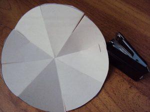 выпечка куличей в самодельных бумажных формах