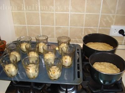 выпечка пасхальных куличей в стаканах
