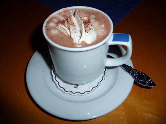 какао на молоке со сгущенкой и шоколадом