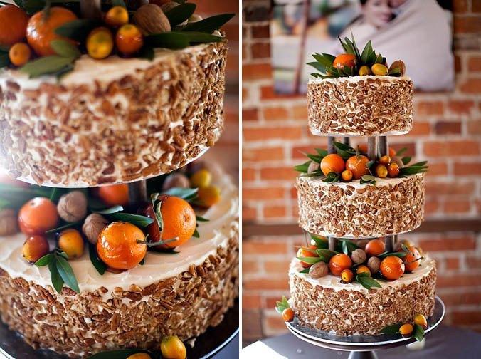 голый торт с фруктовой композицией