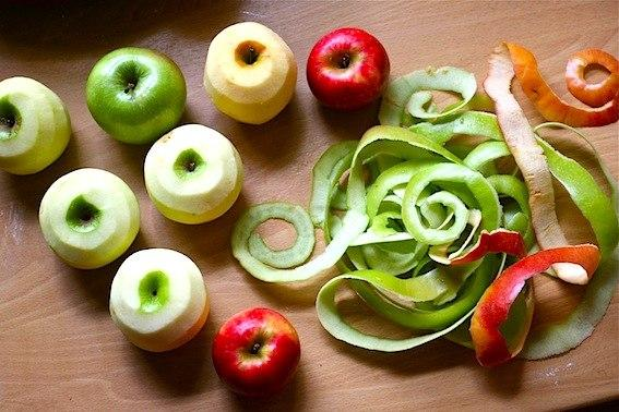 яблочная кожура для очистки кастрюли от пригоревшего варенья
