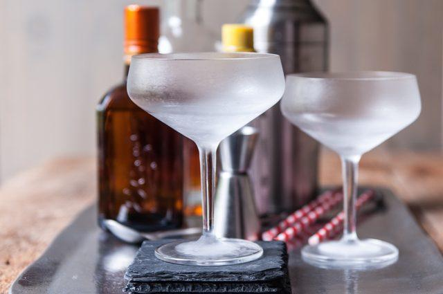 Охлажденный бокал для коктейля