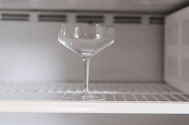 бокал в морозильнике