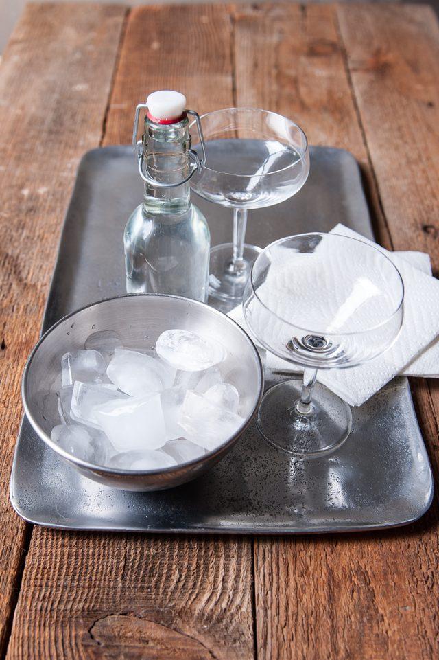 бокалы и лед