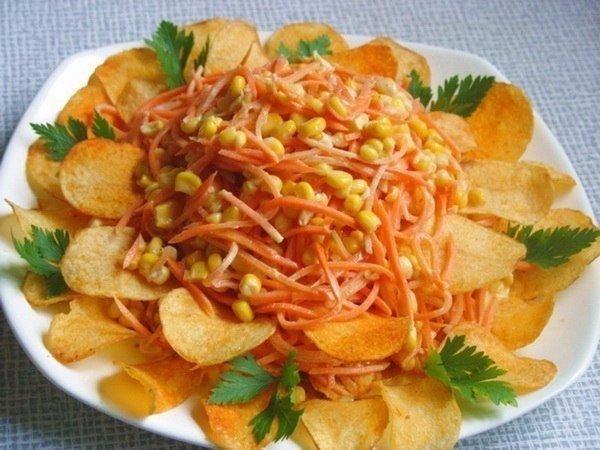 Салат с крабовых чипсами и крабовым мясом