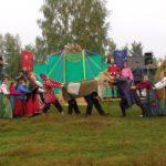 народные забавы на фестивале медовухи в Суздале