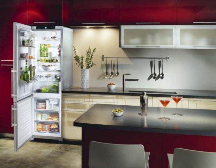 как выбрать узкий холодильник для маленькой кухни