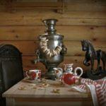 самовар с баранками на столе