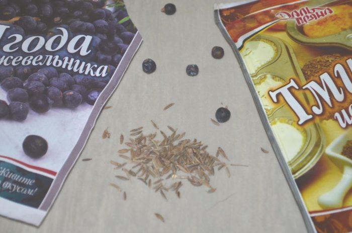 семена тмина и ягоды можжевельника для капусты квашеной по-немецки