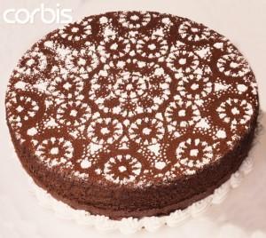 как украсить торт сахарной пудрой через салфетку