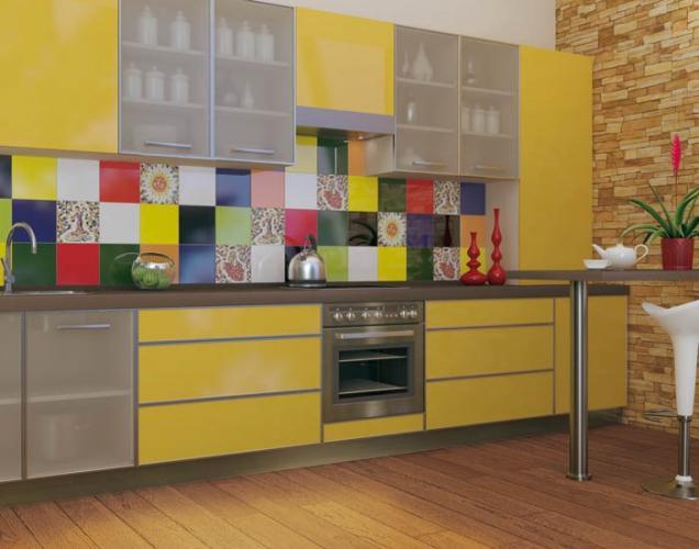 сочетание плитки для кухни контрастных цветов
