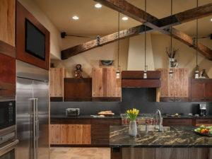 кухня в стиле рустик - бытовая техника и освещение