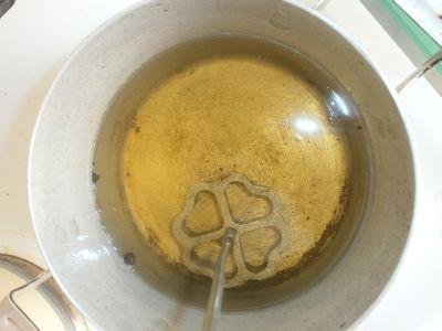 классический хворост на форме из жидкого теста
